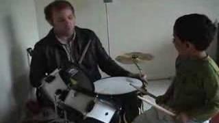 Baixar 3 year old on drums jamming - Raghav