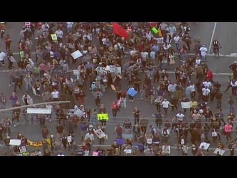 Protesters march through NYC and LA in response to Ferguson