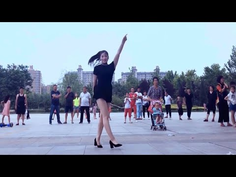 Шафл на каблуках 🔥 танцует красавица Цинцин (Qingqing)