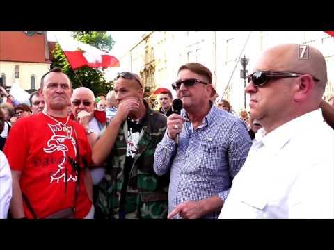 Dwa protesty u stóp Wawelu