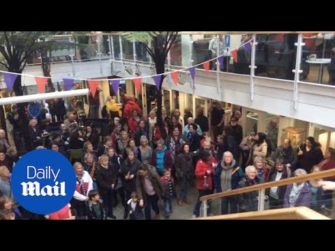 Cornwall Flash Mob Choir's Moving Tribute To Paris Victims - Daily Mail