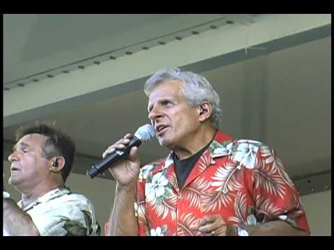 Johnny Maestro performs