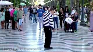 Зажигательные танцы в Аликанте, дедушка выдает, поможем с поиском недвижимости