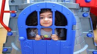 Elif Öykü Kalenin İçinde Kilitli Kaldı Kapısını Açamadı - Castle Slide door is locked