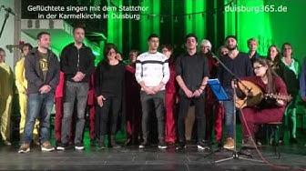 Gefluechtete singen mit dem Stattchor Duisburg in der Karmelkirche