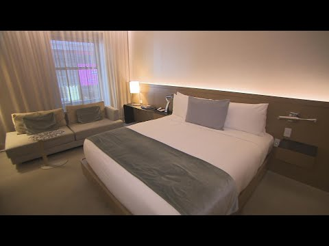 The Woody Show - Secrets for Scoring Hotel Room Upgrades
