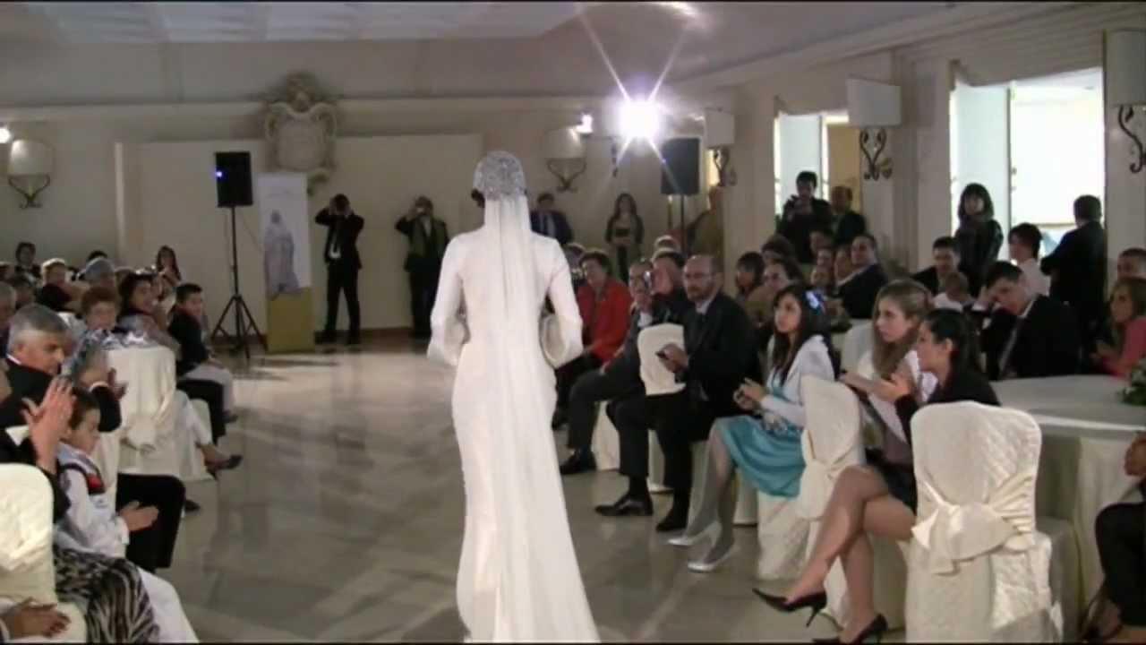2ef24d67b370 Sfilata di Abiti da Sposa d epoca. Due secoli di seduzioni al femminile in  punta di tulle. - YouTube