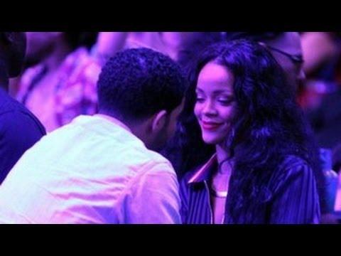 Rihanna & Drake Caught Kissing At The MTV MOVIE AWARDS 2014 Backstage