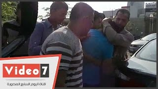 بكاء هستيرى لأحد أهالى المفقودين على متن الطائرة المصرية الغارقة