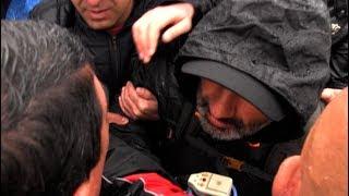 Ոստիկանները փորձում են բերման ենթարկել Նիկոլ Փաշինյանին