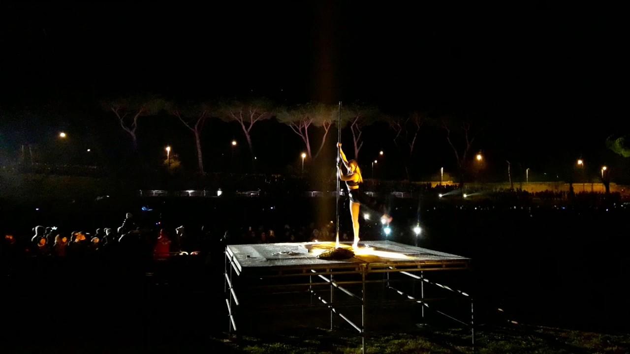 pole dance Show- capodanno 2017 circo massimo , ROMA - YouTube