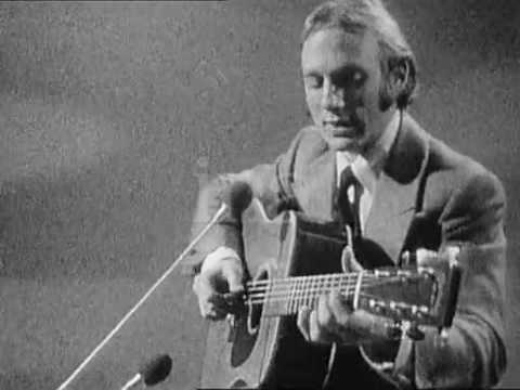 Stephen Stills performing 4+20 in 1971