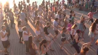 Парк Горького: коллективные танцы(Танцы., 2014-08-09T13:51:42.000Z)
