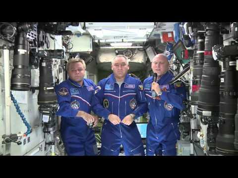 Космонавты поздравляют Спецсвязь