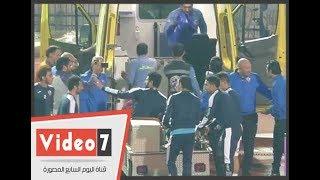 باسم مرسي يطالب المصورين بعدم تصوير جنش بعد اصابته