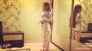 Как научится стоять на руках у стенки :)