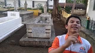Doktoro esperanto el Aceh promociu la lasta regxo tombo kvin kontinentojn