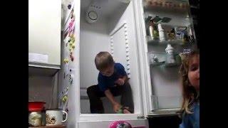 Семья Бровченко. Со скольки лет ребенку можно доверить мытье холодильника?