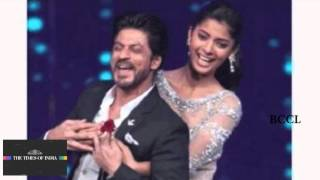 Video Shah Rukh Khan steals the show at fbb Femina Miss India finale! download MP3, 3GP, MP4, WEBM, AVI, FLV Oktober 2017