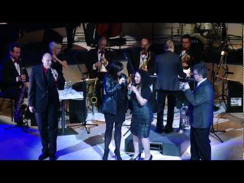 New York Voices & Helsinki Swing Big Band: Holiday For Strings