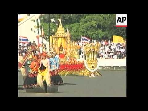 THAILAND: KING BHUMIBOL SAILS IN PROCESSION OF 52 GOLDEN BARGES