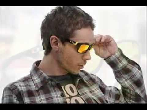 b709dca1f2c5d Gafas de Valentino Rossi - YouTube