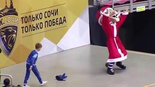 Танцевальный батл: Лео vs Руслан Громов (чемпион России 2014 года по Брейк-Дансу)(25 декабря во время одного из перерывов матча