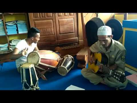 Guru maen musik hehereyan