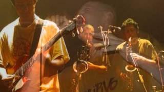 Petit clip illustré de quelques photos du groupe Daipivo sur une de...