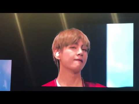 [FANCAM] BTS THE WINGS TOUR MANILA 2 V MEME FACES ON BUG SCREEN