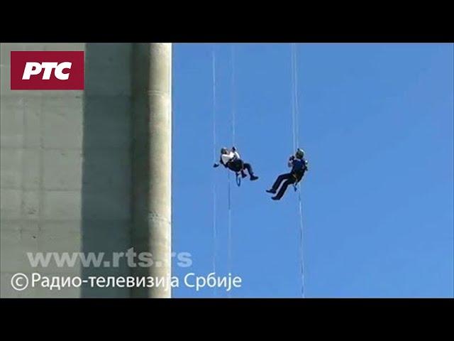 Ministar Ljajić i gradonačelnik Mali spustili se užetom niz Avalski toranj