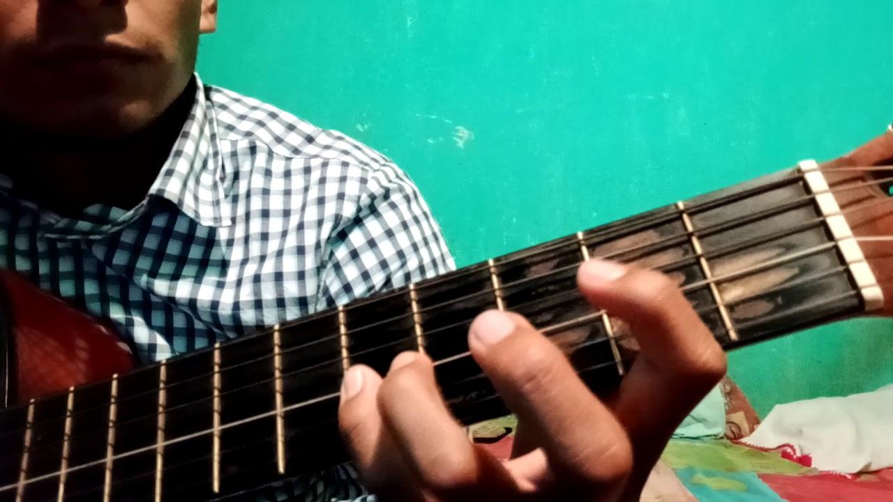 Algo esta cayendo aquí melodía punteada ( guitarra  acústica)