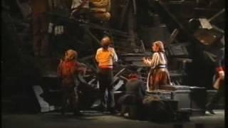 23 Les Miserables, Zweiter Akt, Der Erste Angriff, Trinkt mit mir