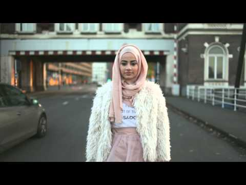 Street Style Highlights | London Fashion Week S/S 2018 from YouTube · Duration:  2 minutes 43 seconds