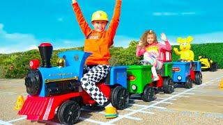 Max y Katy fingen jugar en el tren con vagones