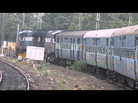 [HD]: ALCo ERODE Twins Kurla Coimbatore Express arrives at ERODE Junction