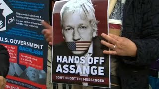 German MPs meet Julian Assange at London's Ecuadorian embassy