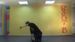 Обучающее видео break dance(брейк-данс): CC's(Школа танцев «Драконы» (www.DRAKONI.ru): профессиональное обучение верхнему и нижнему break dance, hip-hop., 2008-09-18T09:03:20.000Z)