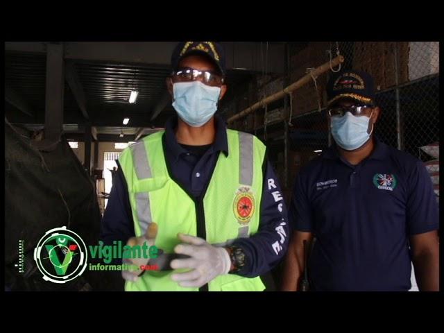 Bomberos SDE desinfectan Mercado de El Almirante