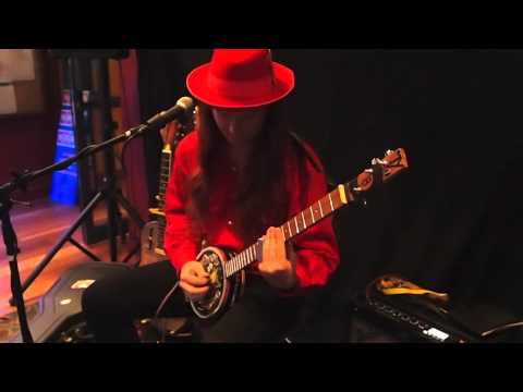 8 Ball Aiken plays his biscuit tin guitar.m4v Mp3