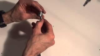 Tutoriel vidéo: Comment changer une bielle de moteur nitro