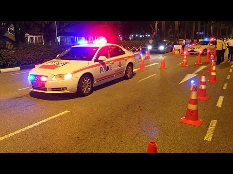 How does a Police Road Block looks like in Singapore ?
