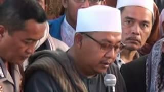 Video Prosesi Pemakaman KH. Saepudin Zuhri (Sesepuh Pesantren Baitul Hikmah haurkuning) download MP3, 3GP, MP4, WEBM, AVI, FLV Oktober 2017