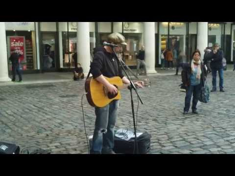 Amazing Singer At Covent Garden / LONDON -...