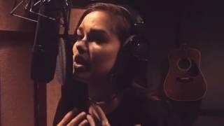 Maggie Lindemann - Love On The Brain / LINK MY BIO