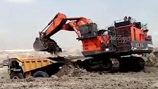 BIG TOYS Hitachi EX3600 Excavator Loading CAT 789 Haul Dump Truck