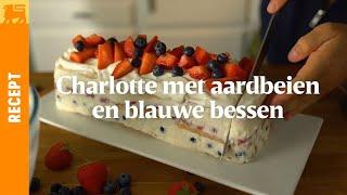 Charlotte met aardbeien en blauwe bessen