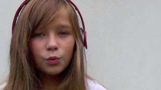 Nina canta