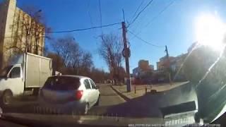 В Брянске сняли на видео лихой маневр автоледи камикадзе
