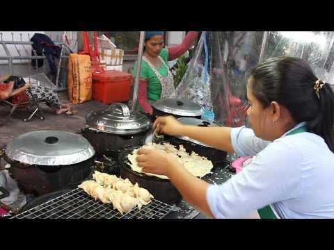 Thai Street Food in Thailand. Cooking Coconut Pancakes: Kanom Krok. Thai Desserts